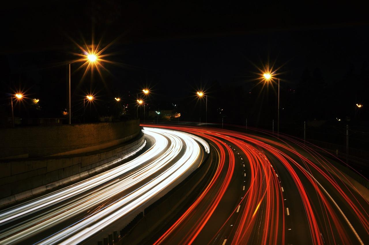 luci-autostrada-digitale-street-692157_1280