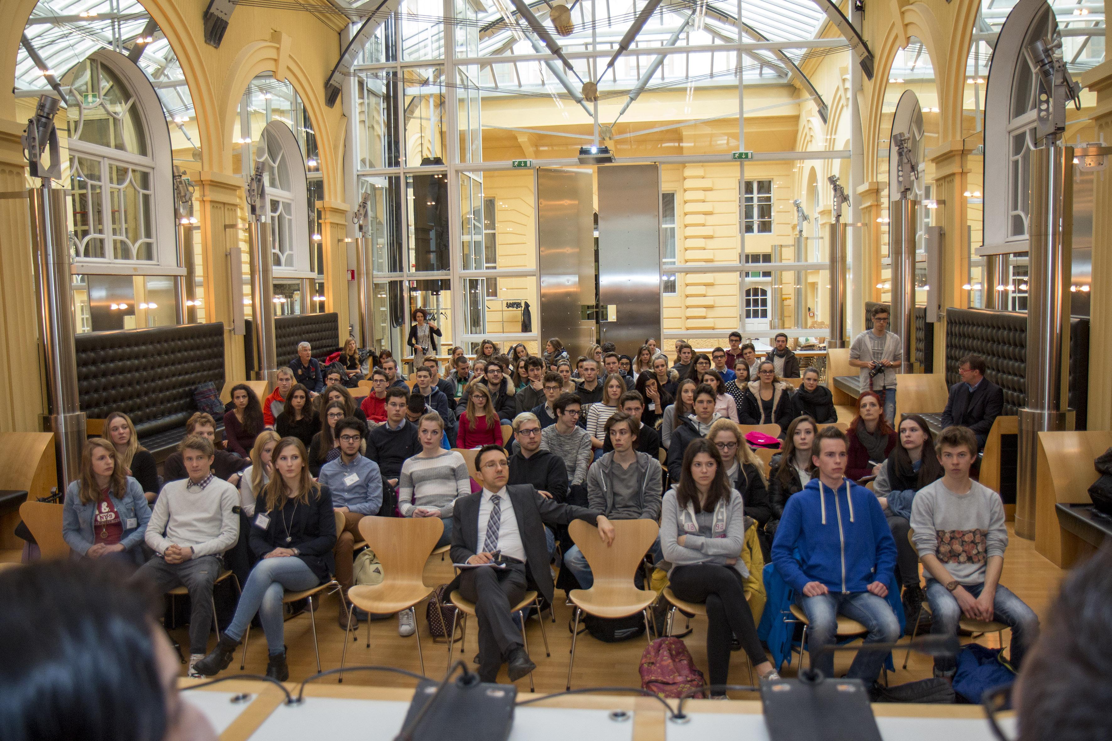 Le idee del parlamento studentesco europeo a palazzo widmann for Votazioni parlamento oggi