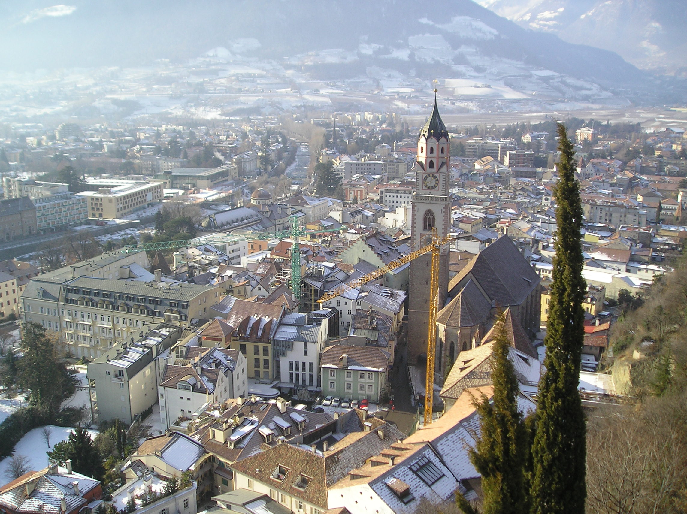 "Merano - ""Merano inverno"" di G2 di Wikipedia in italiano - Trasferito da it.wikipedia su Commons da Rar utilizzando CommonsHelper.. Con licenza Pubblico dominio tramite Wikimedia Commons - https://commons.wikimedia.org/wiki/File:Merano_inverno.jpg#/media/File:Merano_inverno.jpg"