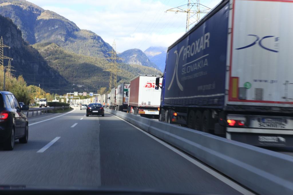 mezzi pesanti in autostrada