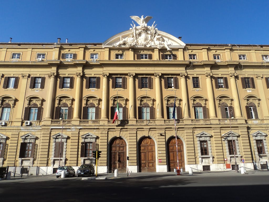 """""""Palazzo Finanze"""" di Nicholas Gemini - Opera propria. Con licenza CC BY-SA 3.0 tramite Wikimedia Commons - https://commons.wikimedia.org/wiki/File:Palazzo_Finanze.jpg#/media/File:Palazzo_Finanze.jpg"""