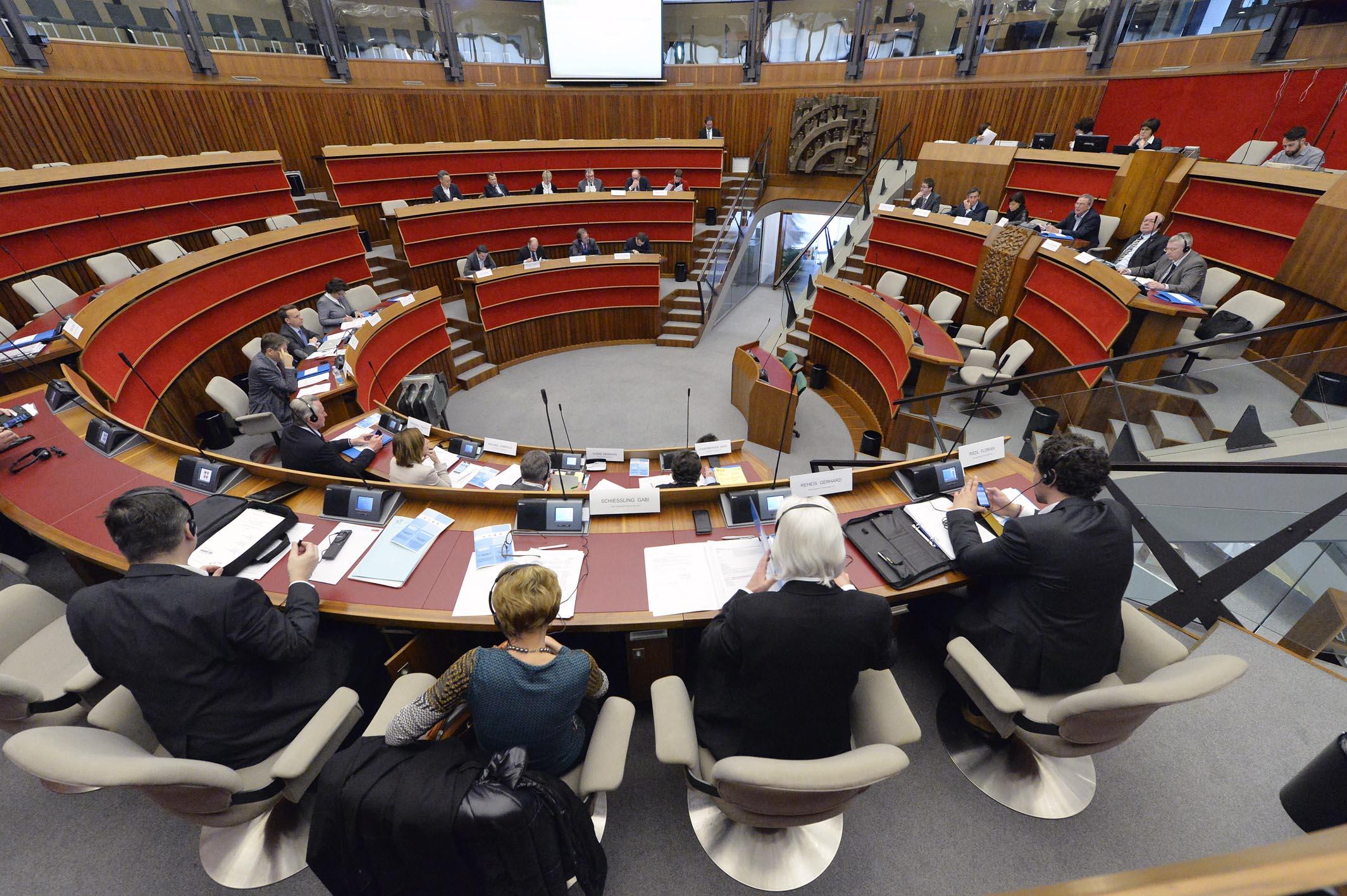 COMMISSIONE INTERREGIONALE DREIER LANDTAG AULA CONSIGLIO / durante i lavori all'interno dell'aula consigliare FOTO DI ALESSIO COSER