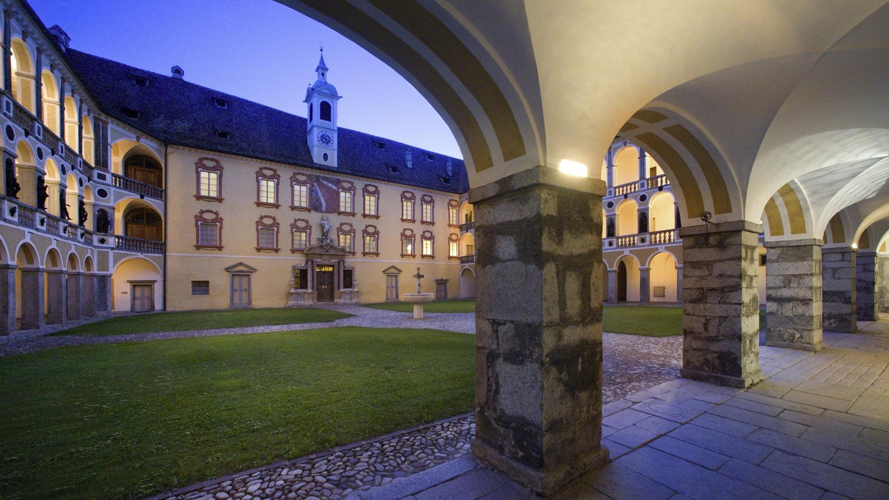 HofburgBressanone_cortile serale