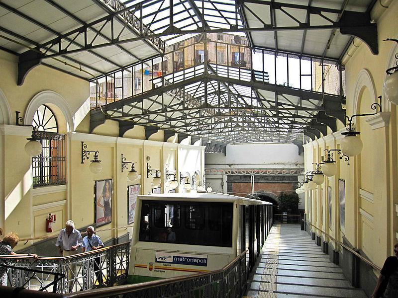 800px-Napoli_-_Funicolare_Centrale_(Vomero)