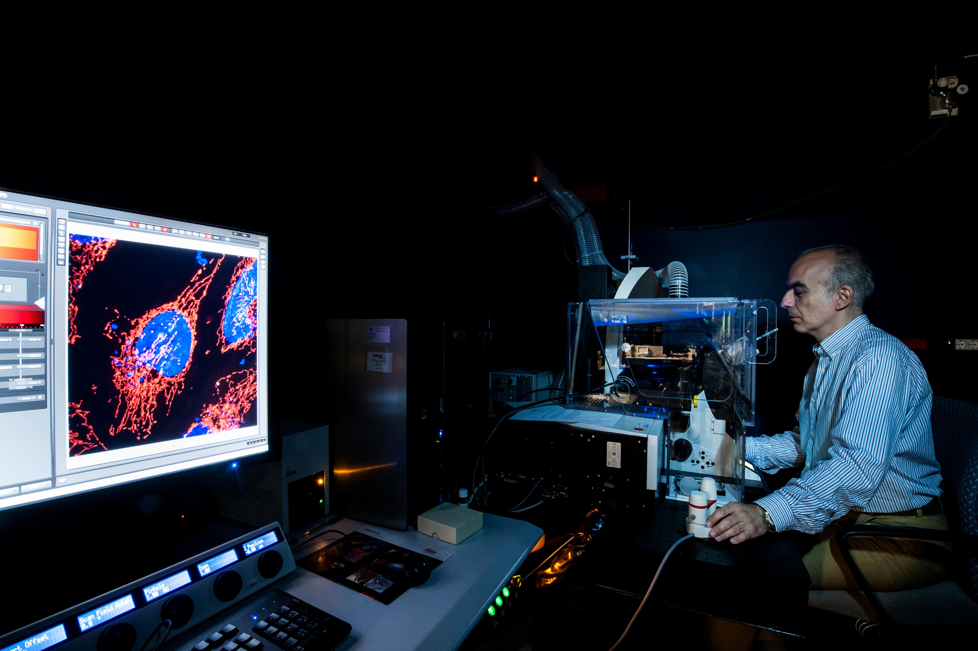 Alexandros_Lavdas_microscopio