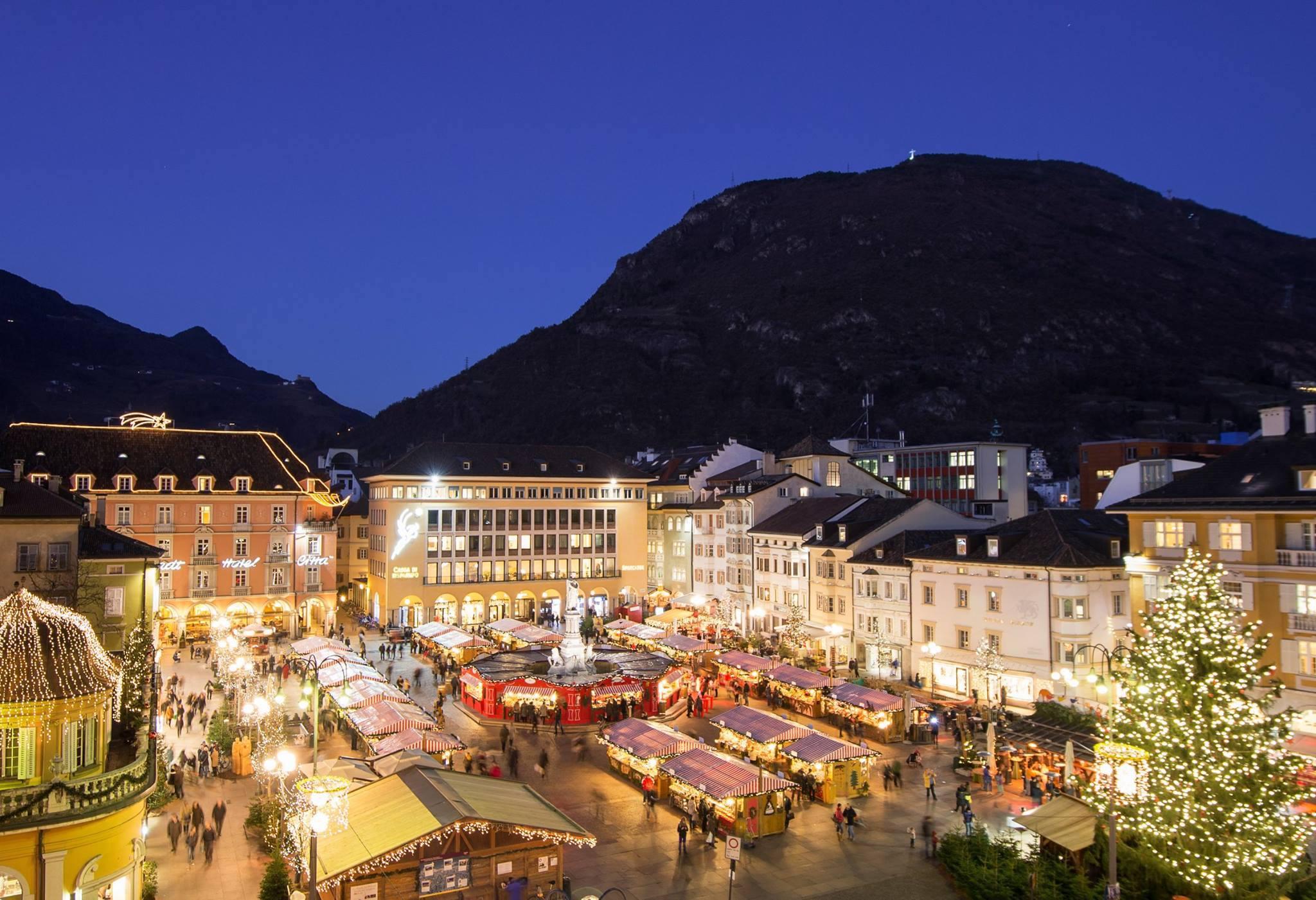 Mercatini Di Natale A Bolzano Foto.Bolzano Al Via Il Mercatino Di Natale In Piazza Walther
