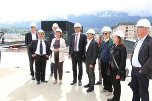 Foto del gruppo sul tetto del nuovo edificio dell'ospedale di Bolzano