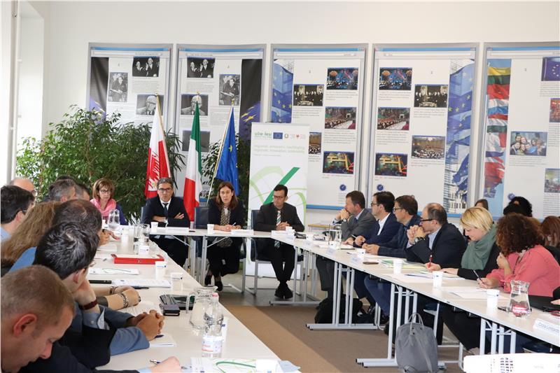 I partecipanti al Comitato di sorveglianza nella sede della Ripartizione Europa