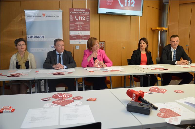 La direttrice di Ufficio Veronika Rabensteiner, Walter Baumgartner, Martha Stocker, Loredana Latina e Ernst Fop