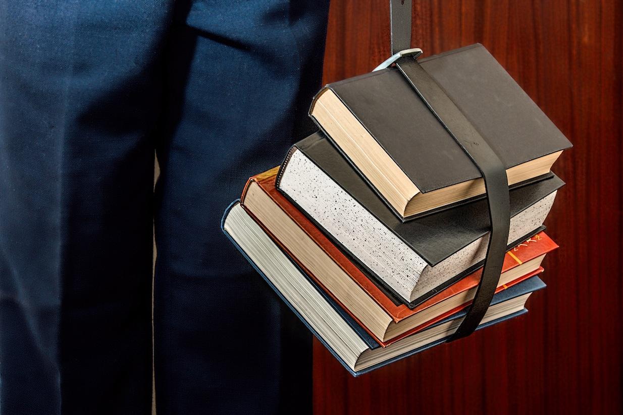 books-1012088 (1)