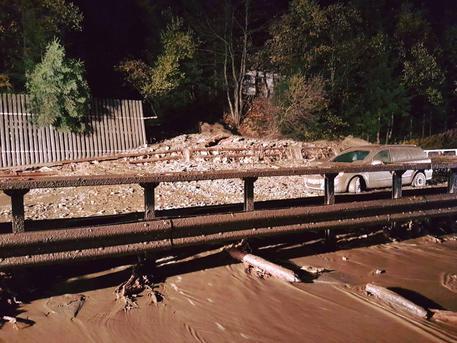 Maltempo: frana sull'A22, due macchine bloccate dal fango