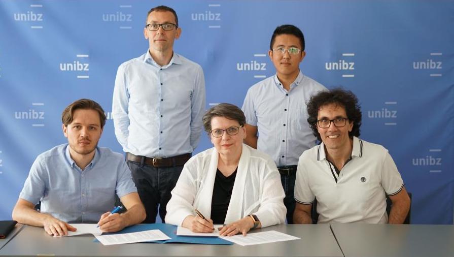Il team di Ontopic con la presidente unibz Ulrike Tappeiner (Foto 2019)